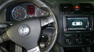 Dedykowana do marki Volkswagen stacja Blaupunkt Philadelphia. Na ekranie pokazana współpraca z fabrycznymi czujnikami parkowania.